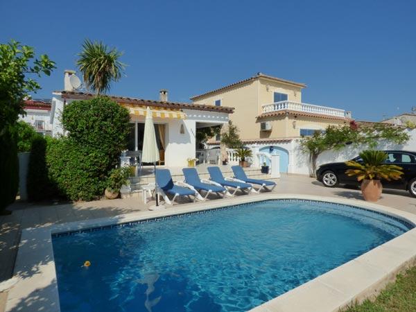 immo hoffmann s l u ferienhaus mit privat pool in ampuriabrava costa brava spanien zu vermieten. Black Bedroom Furniture Sets. Home Design Ideas